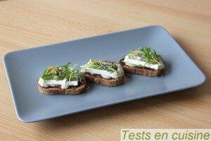 Tartines au chutney de figue, jambon et Le Bleu Président